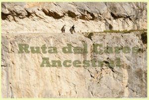 ruta_del_Cares Tunel_excavado_en_la_roca_y_dos_personas_caminando