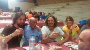 Paisanos_de_santa_marina_de_valdeón_comiendo_en_la_fiesta_de_la_trucha