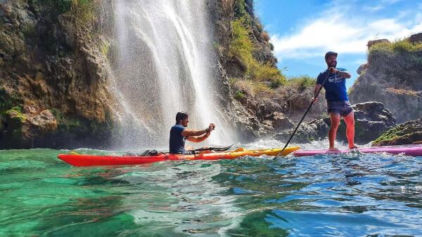 dos monitores Wailele ruta en kayak Maro Cerro-Gordo en Nerja Malaga