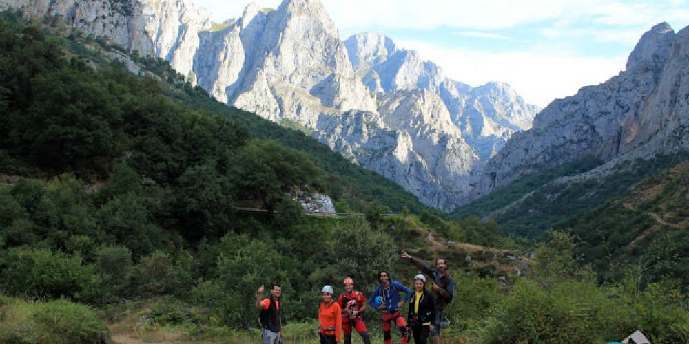 https://campingelcarespicosdeeuropa.com/wp-content/uploads/2017/03/FERRATAIMG_8072.jpg