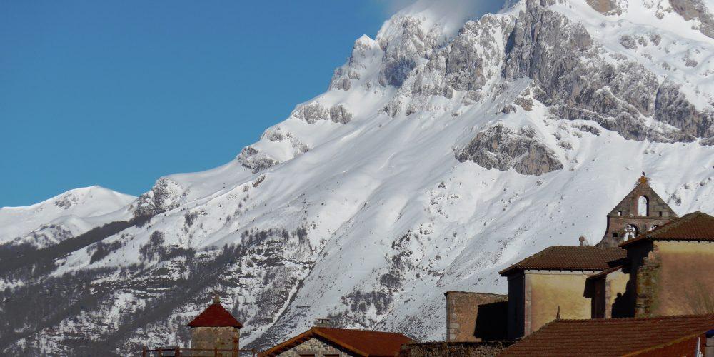 https://campingelcarespicosdeeuropa.com/wp-content/uploads/2012/12/Santa-Marina-FDA-P1000411.jpg