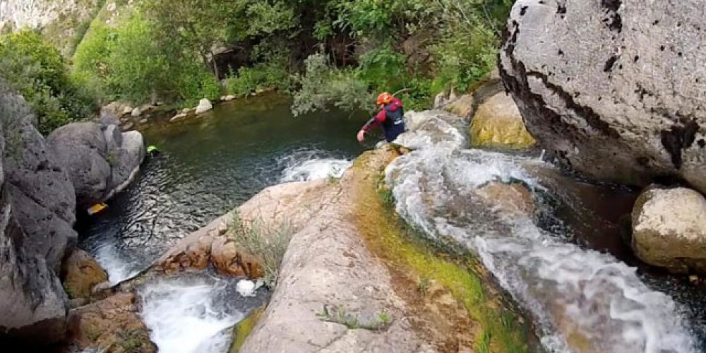 https://campingelcarespicosdeeuropa.com/wp-content/uploads/2018/05/BARRANQUISMO_RIO_CAMPING_CARES.jpg