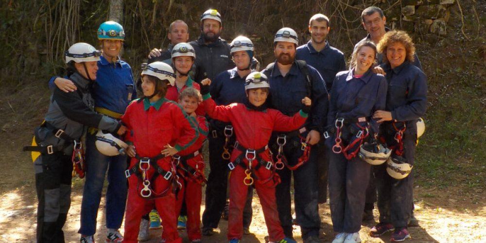 https://campingelcarespicosdeeuropa.com/wp-content/uploads/2019/04/grupo-personas-espeleología-picos-de-europa.jpg